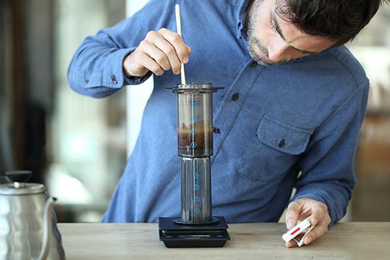 pha cafe bằng aeropress