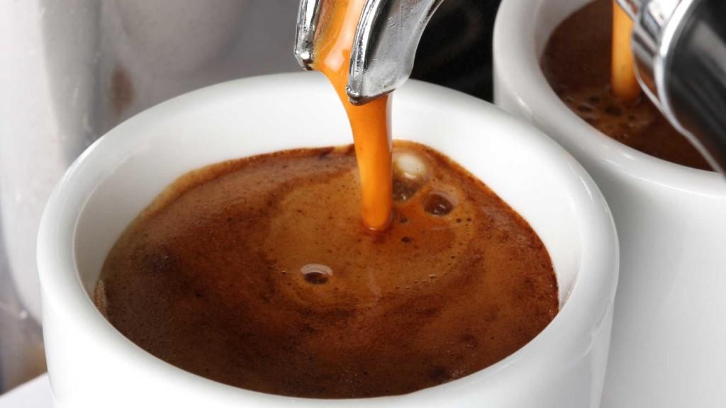 pha cafe bằng máy pha espresso